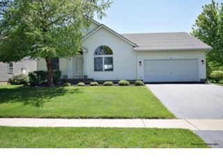 5 BR,  3.50 BTH  Colonial style home in Schaumburg